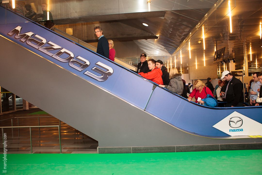 mazda3_blue_escalator_advertising_autoshow_14_3-jpg