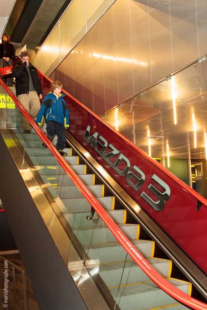 mazda3_red_escalator_advertising_autoshow_14_1-jpg