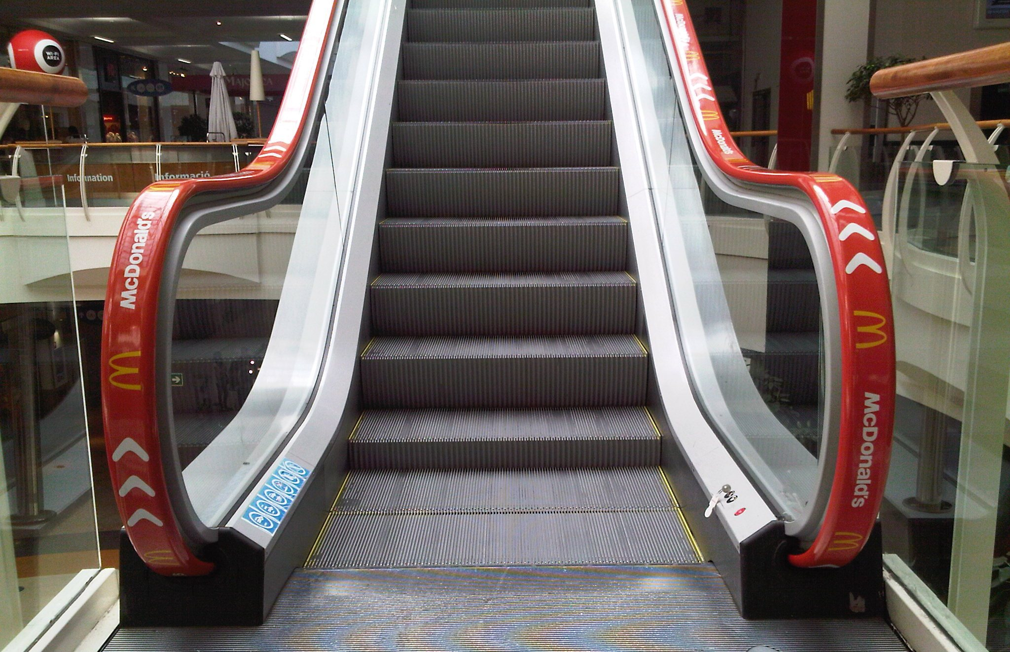 thyssen_escalator_diagonal_mar_shopping_centre-jpg