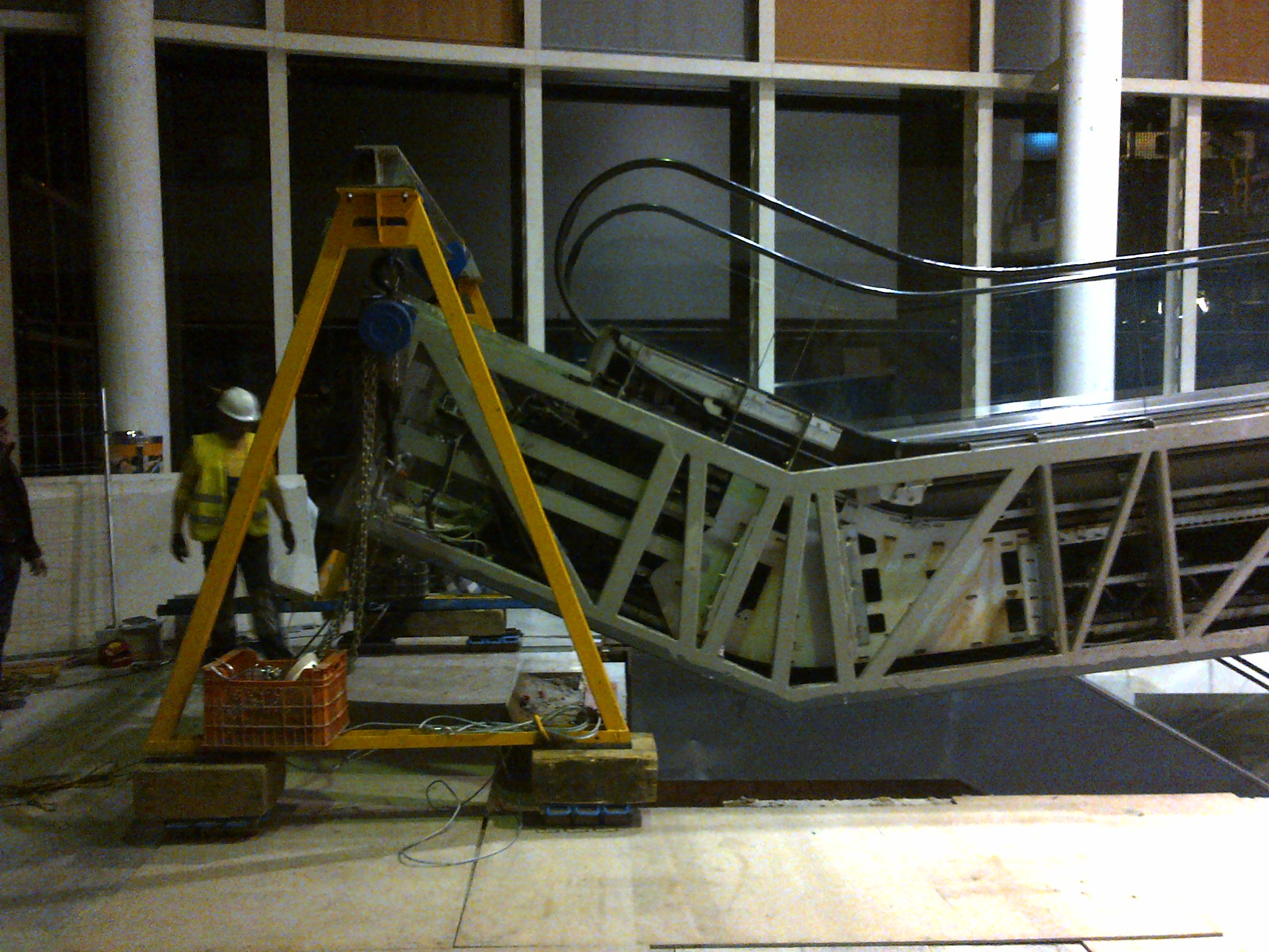 airesur_shopping_mall_kone_escalator_relocation_seville-jpg