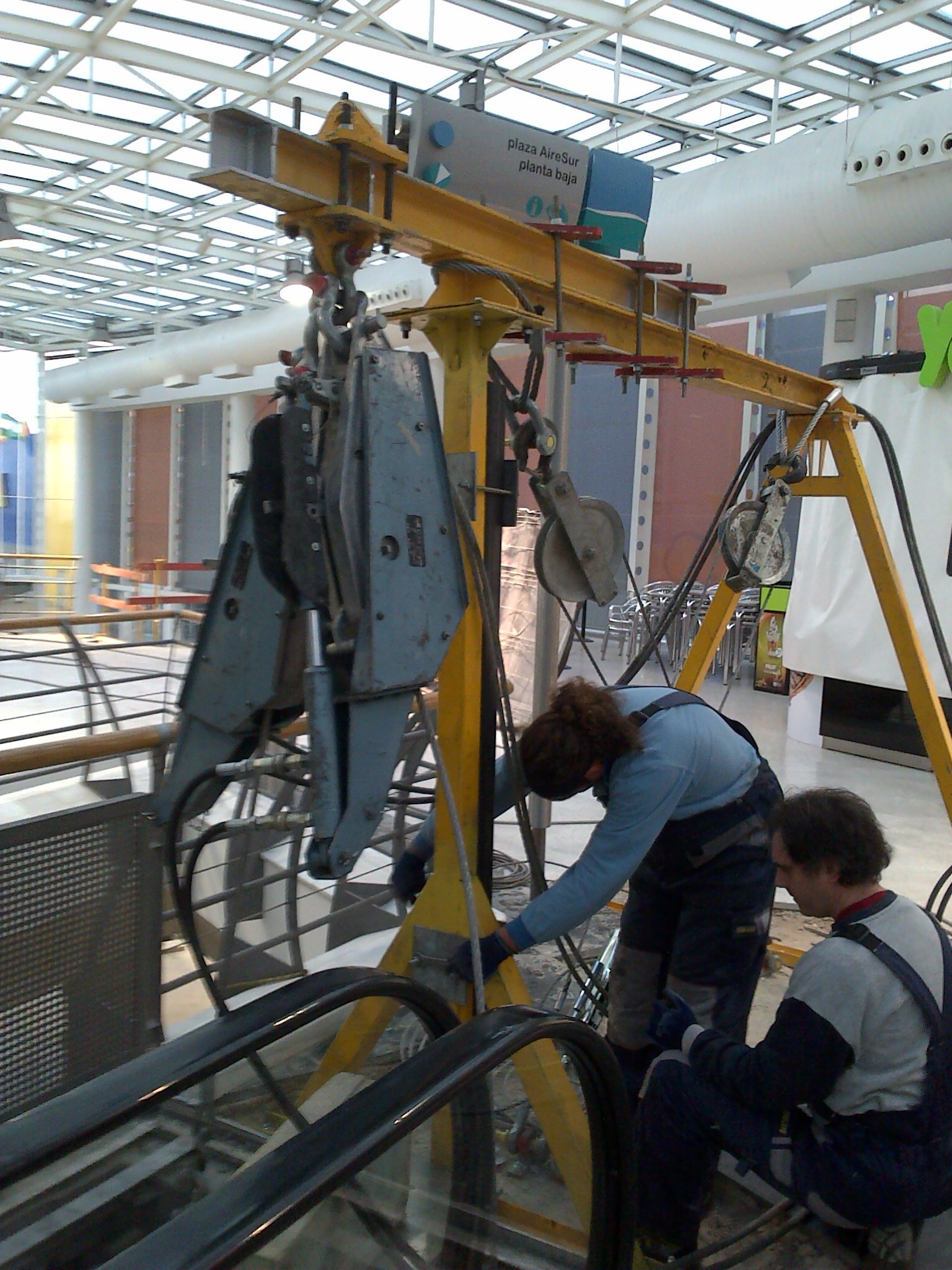 airesur_shopping_mall_kone_escalator_relocation_seville_1-jpg