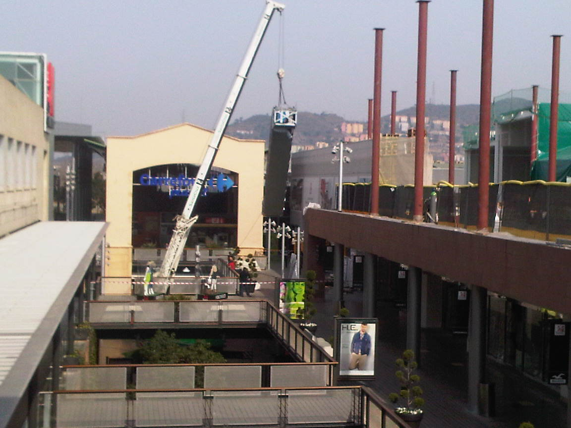 escalator_installation_shopping_centre_otis_barcelona-jpg