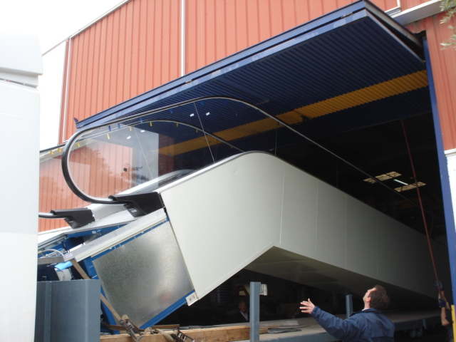 escalator_shipping_transport_otis_madrid-jpg